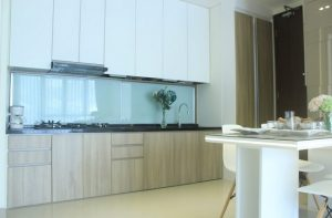 Interior Dapur Pine Tree Apartment